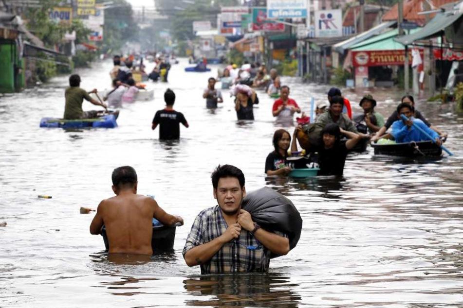 Nach schweren Regenfällen kam es zu schlimmen Überschwemmungen in Thailand. (Symbolbild)