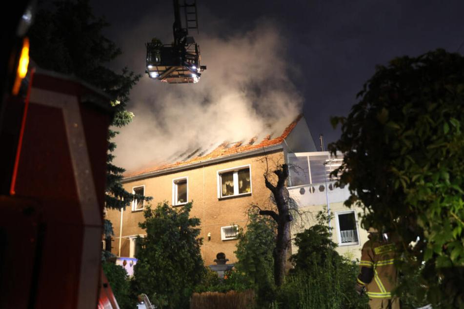 Der Dachstuhl stand nach dem Blitzeinschlag rasend schnell komplett in Flammen.