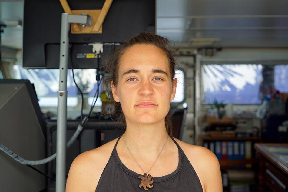 """Carola Rackete aus Kiel: Sie ist die deutsche Kapitänin der """"Sea-Watch 3"""". Die Aufnahme stammt von Bord des Rettungschiffes."""