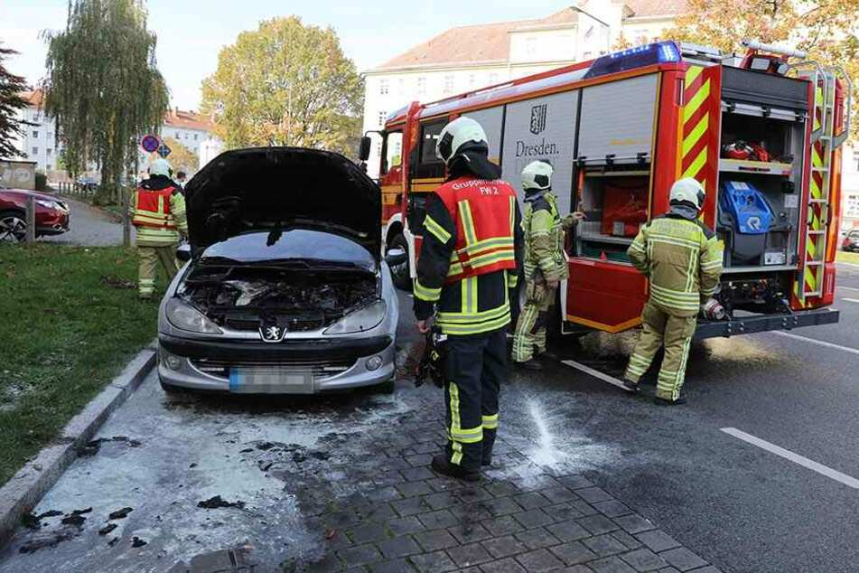 Der Peugeot der Seniorin brannte aus.