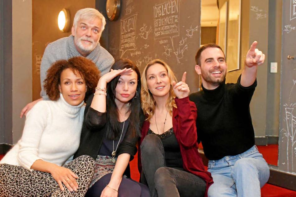 "Das ""Sternstunden""-Team (v.l.): Dominique Siassia (40), Stephan Schill (56), Cosma Shiva Hagen (38), Astrid Leberti (43) und Regisseur Thomas Heep."