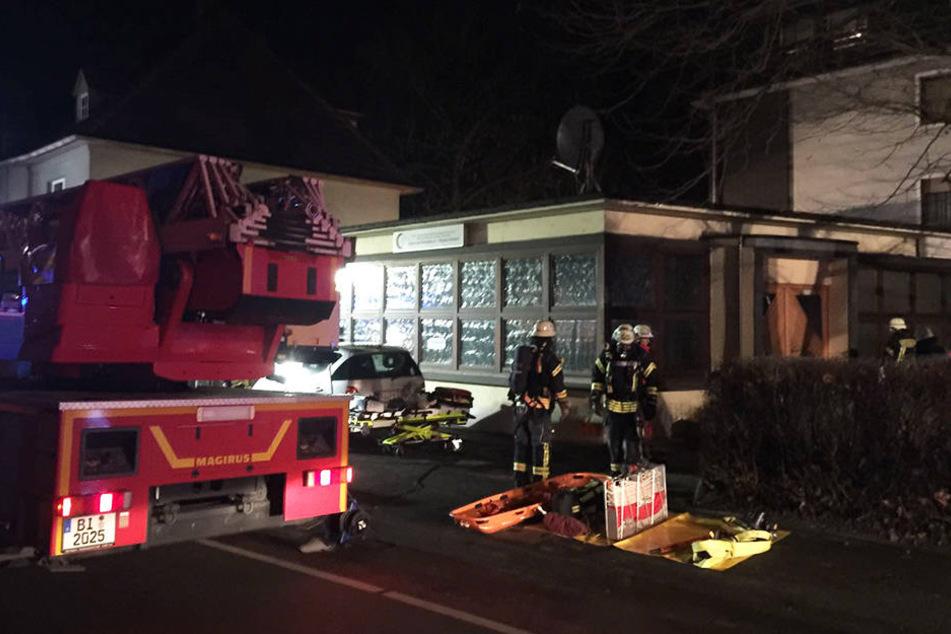 Die Feuerwehr rückte mit etwa 25 Einsatzkräften an.