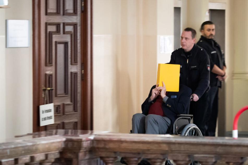 Ehemaliger KZ-Wachmann (93) vor Gericht: Historiker soll Klarheit schaffen