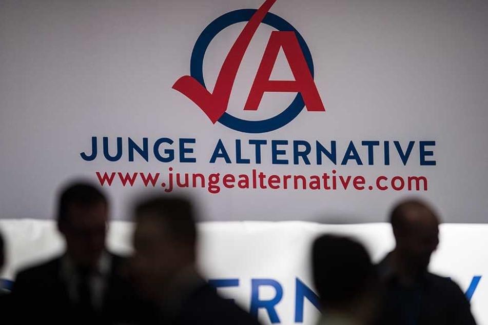 Die Junge Alternative hat zunehmend Probleme mit rechtsradikalen Tendenzen.