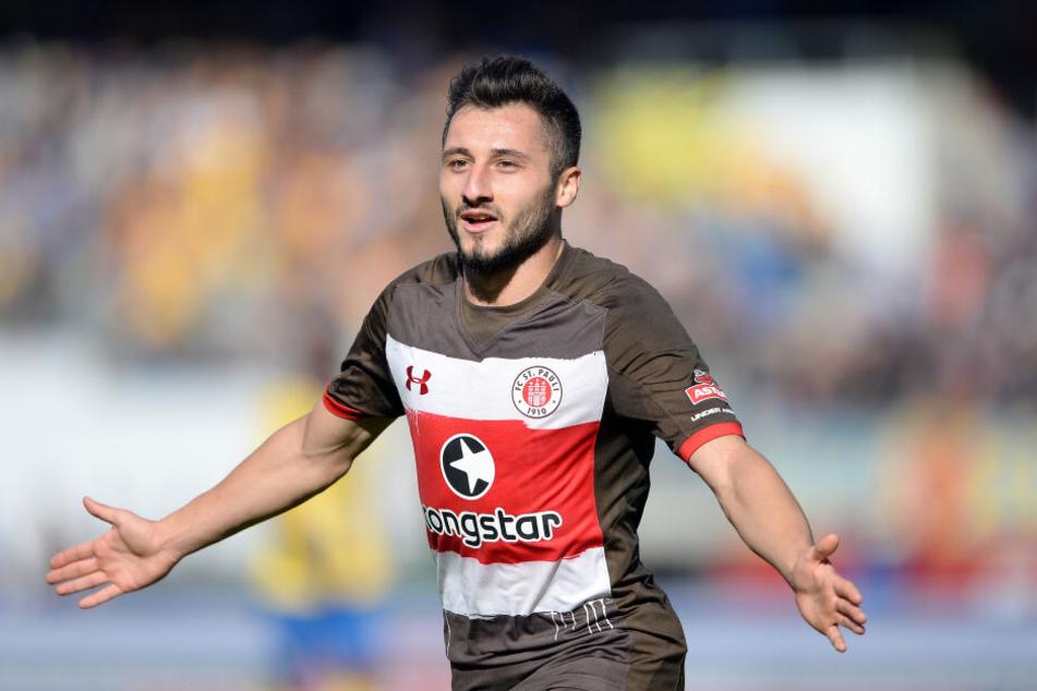 St. Paulis Cenk Sahin jubelt nach einem Treffer für den FC St. Pauli.