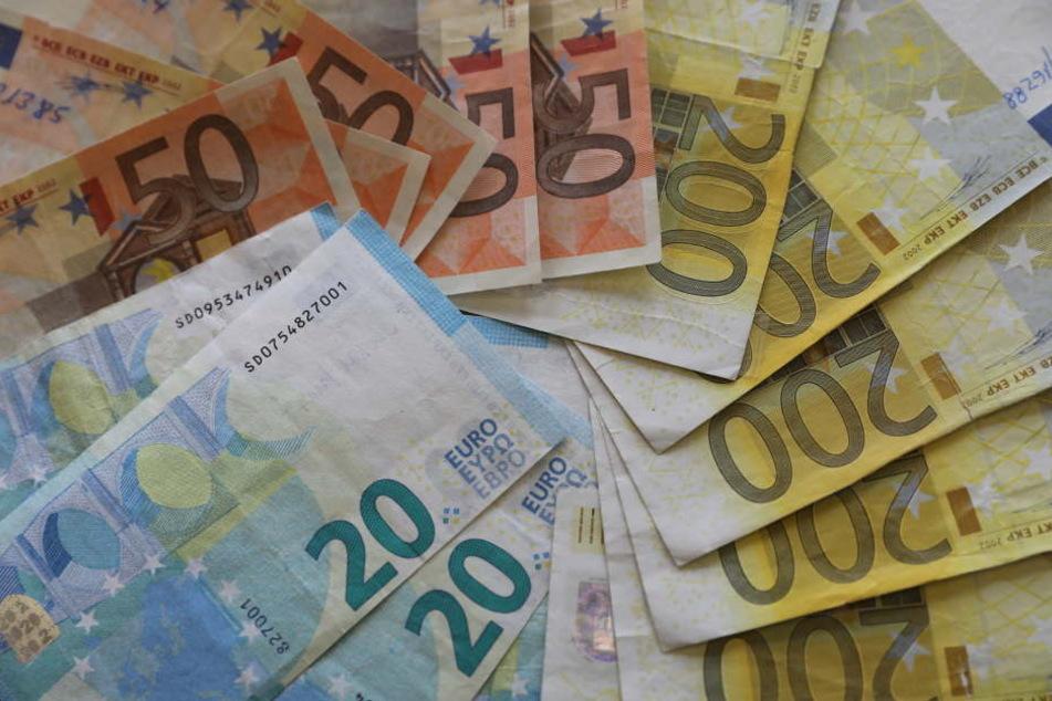 Tasche voller Bargeld vergessen: Das macht der Finder...