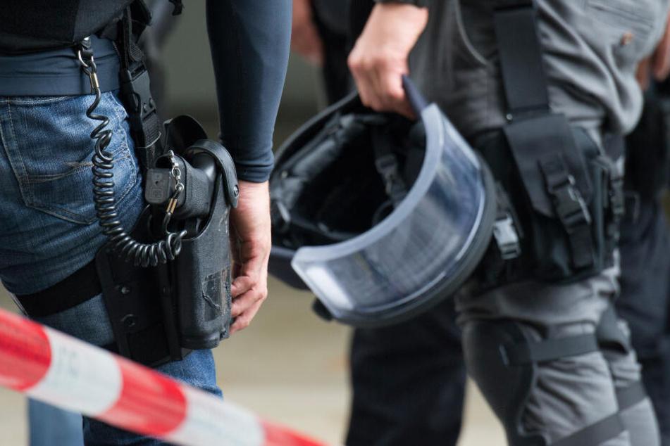Ein bewaffneter Mann hat in Ingolstadt einen Polizeieinsatz ausgelöst. (Symbolbild)