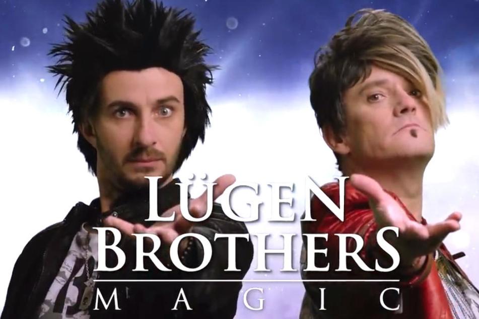 """Das Original: Hans-Georg (li.) und Uwe von den """"Lügern-Brothers"""". Die beiden zaubern, seit sie den Fön halten können."""