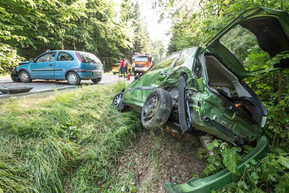 Auf der Hohwaldstraße zwischen Neustadt und Steinigtwolmsdorf ist es am Montag zu einem schweren Unfall gekommen.