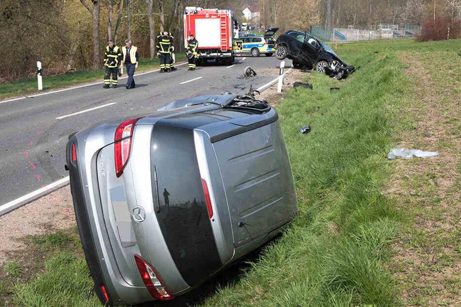 Den Mazda legte es nach einer Kollision auf die Seite.
