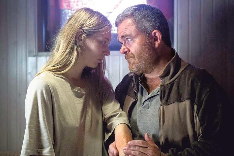 Nora und ihr Vater Wolf Harding sind verdächtig.