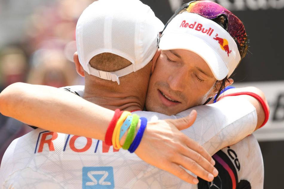Der Konkurrent Andreas Böcherer trieb Kienle weiter an. Dankbar beglückwünschen sich die beiden.