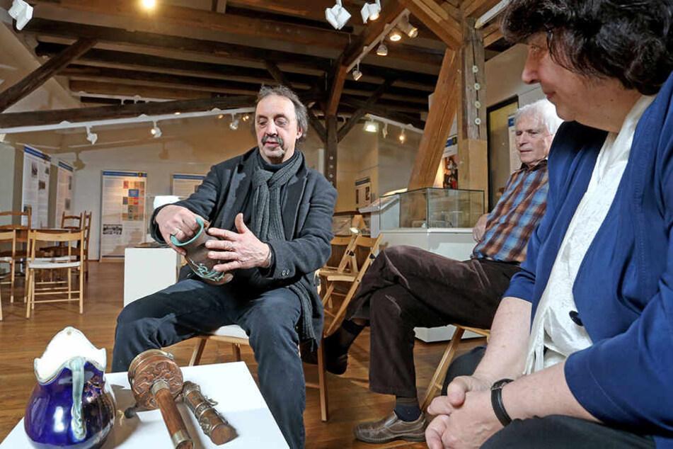 Thomas Heinicke (67) in seinem Element: Der Restaurator schätzt regelmäßig Antiquitäten.