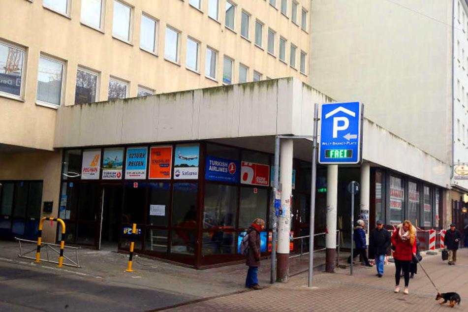 Schon im Sommer soll die Deutsche Post mit der Postbank in das ehemalige Aldi-Gebäude einziehen.