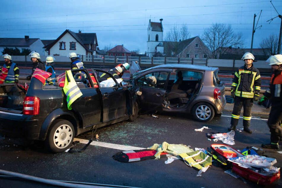 Die 73-jährige Beifahrerin starb noch an der Unfallstelle.