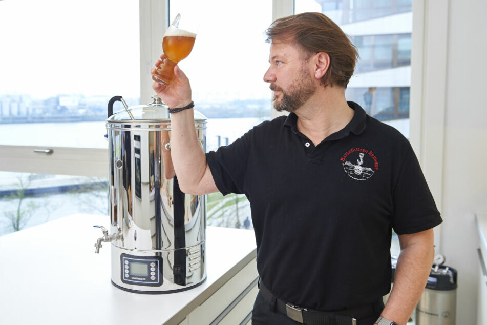 Mike Auerbach von der HafenCitizenBrewery in Hamburg erklärt Euch, wie Ihr Euer eigenes Bier braut.