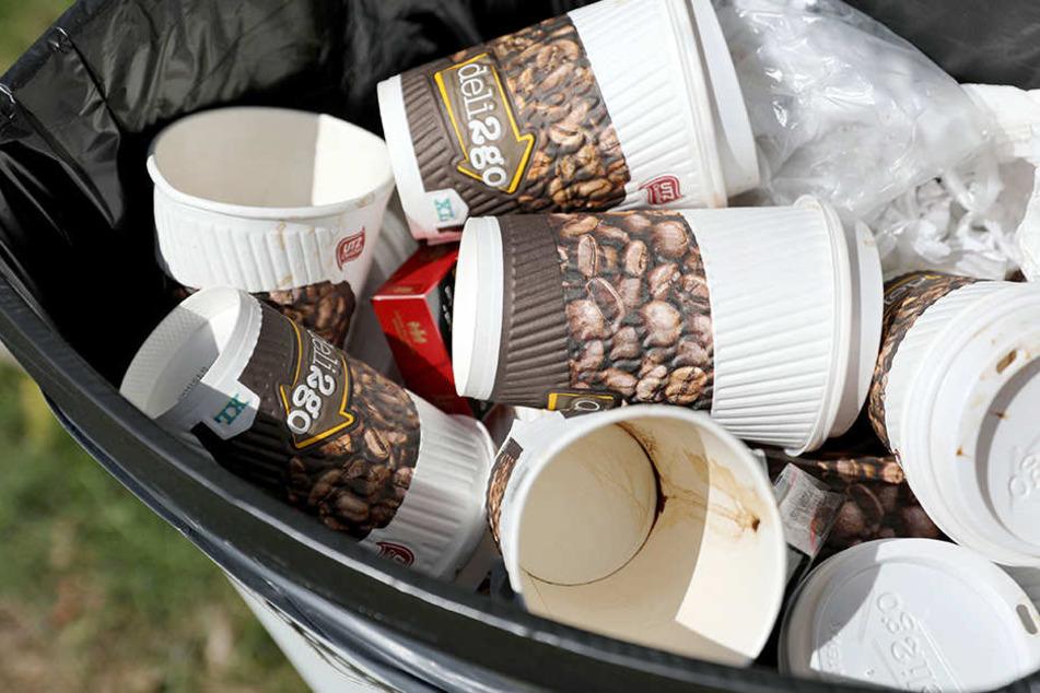 Der Verpackungsabfall durch Kaffee-Einwegbecher wird nicht weniger. Für Umweltschützer ist das ein unhaltbarer Zustand.