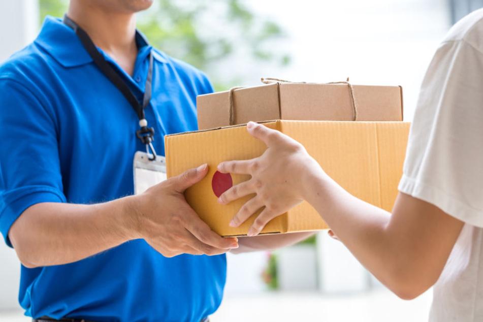 """Familienberatung erhält Paket mit """"Anonymer Spende"""": Der Inhalt ist ganz schön versaut"""