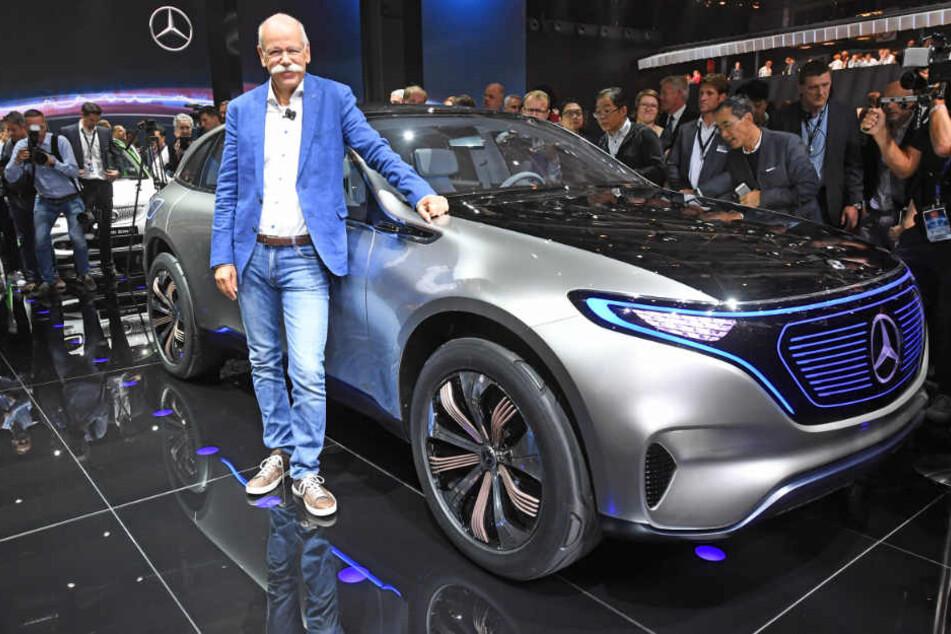 Daimler-Boss Dieter Zetsche vor einer Elektroauto-Studie aus der Reihe EQ. (Archivbild)