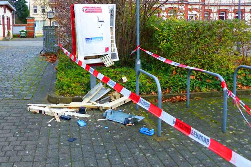 Durch die Wucht der Explosion wurde der Automat erheblich beschädigt.