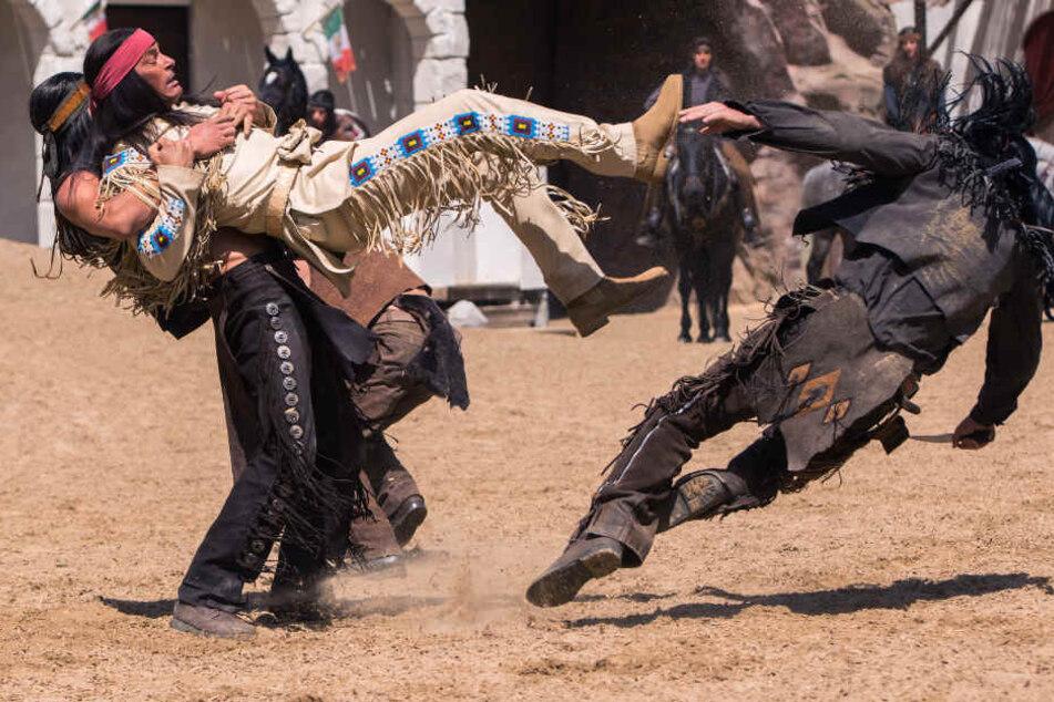 Schon seit sechs Jahren kämpft Jan Sosniok als Winnetou in Bad Segeberg gegen Bösewichte.