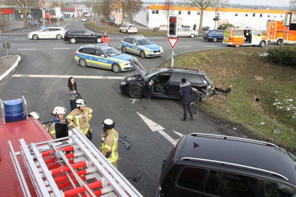 Sechs Personen wurden bei dem schweren Crash verletzt.