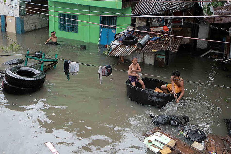 Heftiger Monsunregen hat in Teilen von Manila und weiteren Provinzen zu Überschwemmungen geführt.