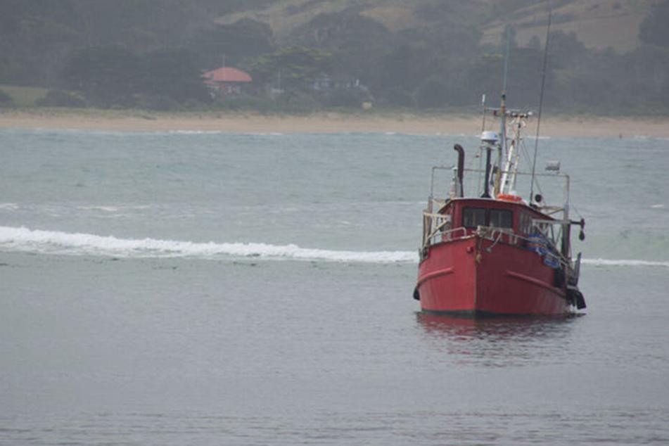 Die Yacht lief auf Grund. Nur deshalb alarmierte ein Fischer die Polizei. (Symbolbild)