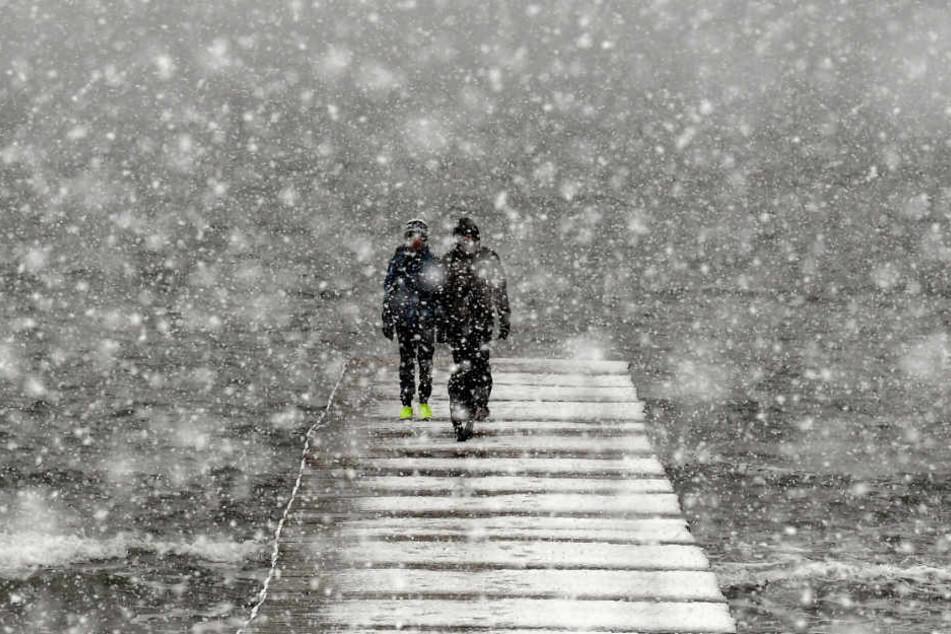 Hartgesottene trauten sich trotz starkem Wind und Schnee ins Freie.