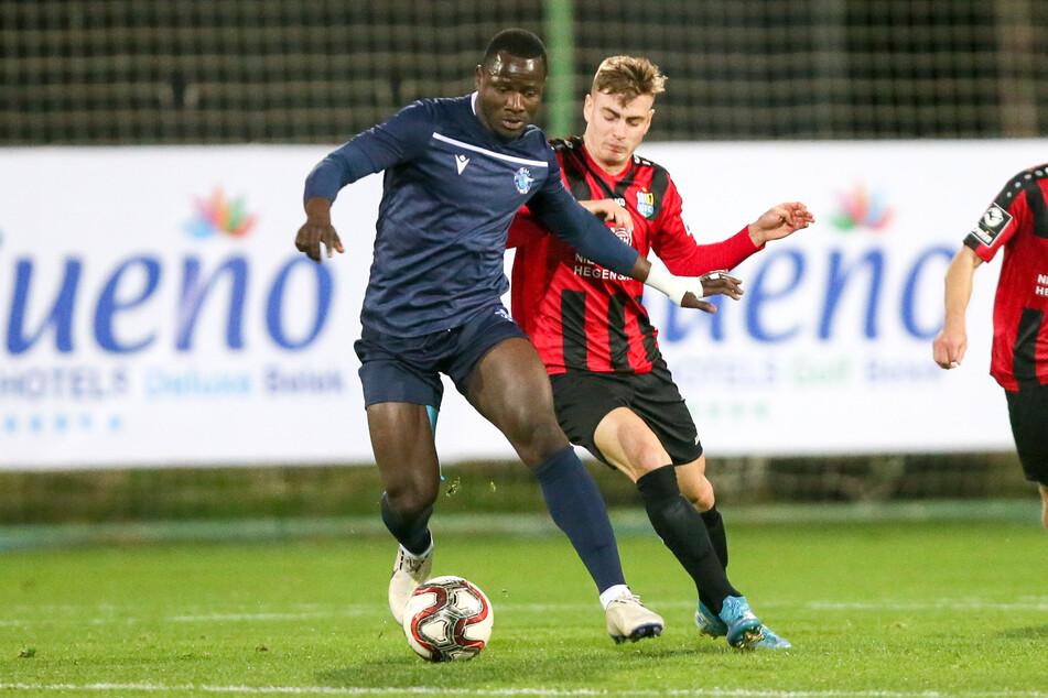 Roman Bekö (r.) im Januar im CFC-Trainingslager gegen Hamidou Traoré (Demirspor).