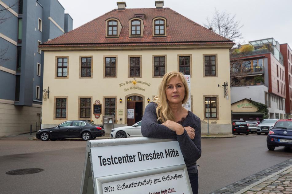 """Wirtin Ute Stöhr (51) hat ihr """"Schießhaus"""" zur Teststation gemacht."""