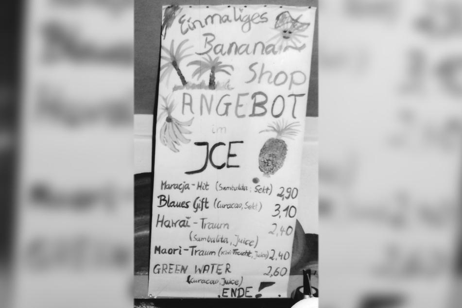 """Die """"Banana-Shop""""-Karte: Cocktails ab 2,40 DDR-Mark."""