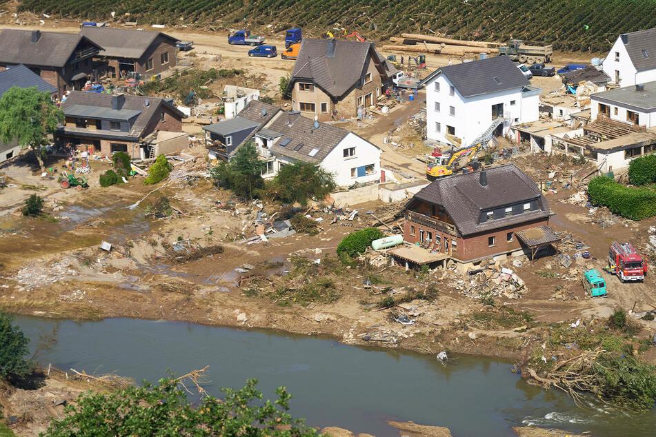 Das Hochwasser traf vor allem NRW und Rheinland-Pfalz. Aber auch in Bayern kam es im Juli zu solchen Katastrophen.