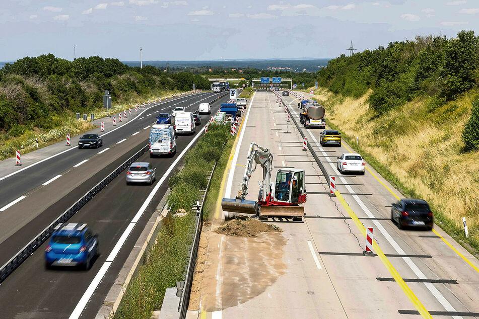 Kurz vorm Dreieck Dresden-West wird die A17 instandgesetzt.