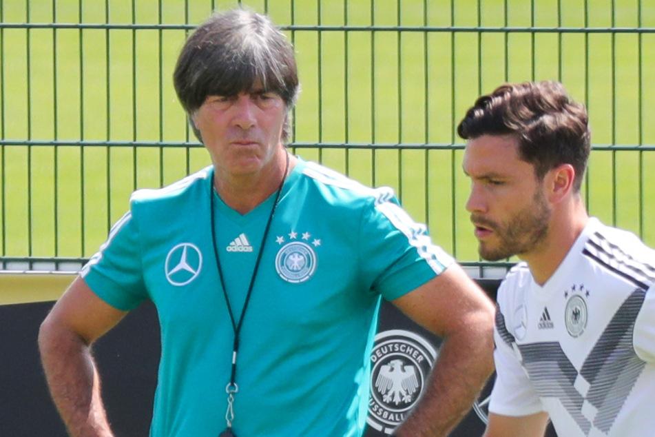 Nationalspieler Jonas Hector (r.) und Bundestrainer Joachim Löw in Aktion beim Mannschaftstraining.