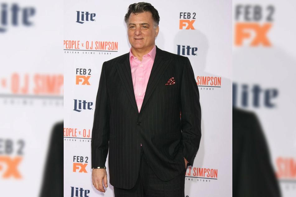 """Joseph Serafo (64) in una delle sue ultime apparizioni pubbliche alla premiere di """"Le persone contro OJ Simpson"""" A Los Angeles, 2016."""