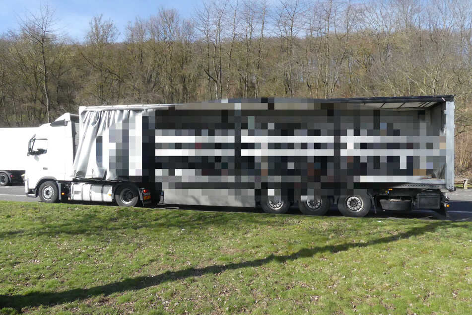 Polizei stoppt Lkw auf der A44: Blick auf die Ladung macht den Beamten Angst