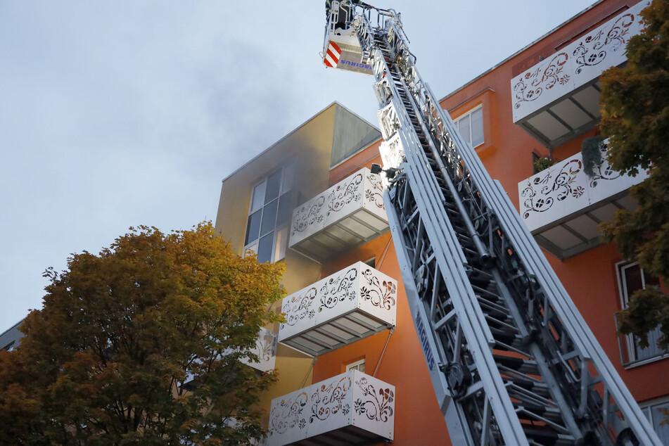 In der Konradstraße brach in einer Wohnung im dritten Stock ein Brand aus.
