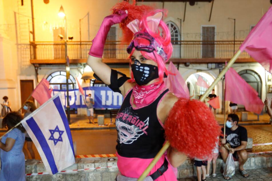Israel, Jaffa am 8. Oktober: Menschen skandieren Parolen während eines Protests gegen den Premierminister Netanjahu, trotz eines landesweiten Lockdowns aufgrund der Corona-Pandemie.