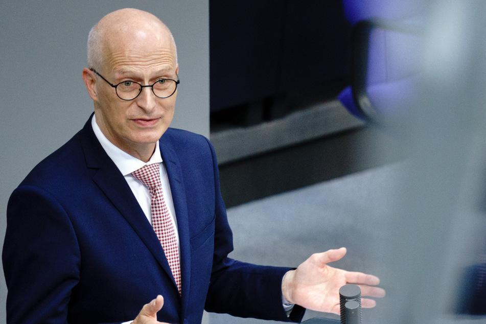 Peter Tschentscher (55, SPD) setzt sich für strengere Verträge ein.