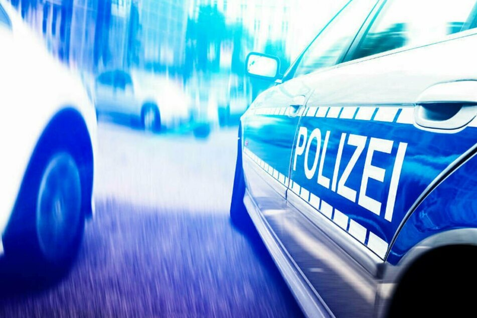 Betrunkener Fahrer baut Unfall vor den Augen der Polizei!