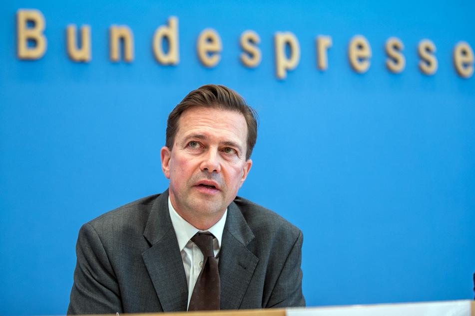 Steffen Seibert, Regierungssprecher, verteidigt die Aussagen der Kanzlerin Angela Merkel.