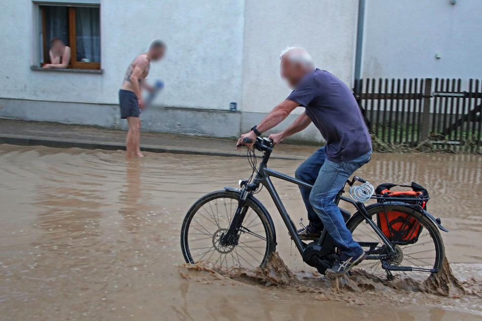 Gewitter und Starkregen in und um Zwickau: Straßen überflutet, teilweise Stromausfall!