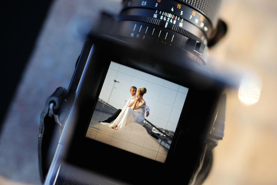 Ein Paar hat möglicherweise nur wenige Fotos von seinem Hochzeitstag zu zeigen, nachdem eine Freundin nach einer Meinungsverschiedenheit alle Bilder löschte. (Symbolbild)