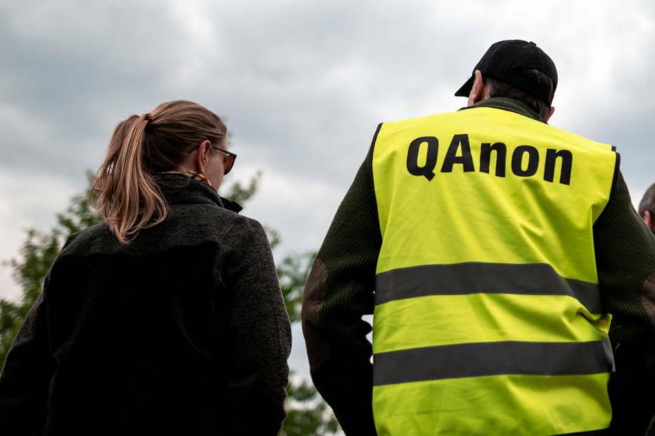 """""""Q""""- und """"Trump""""-Schmierereien in Kelsterbach: Staatsschutz ermittelt"""