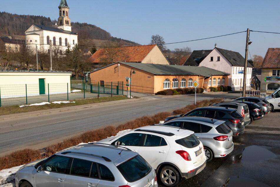 Auch im Ortsteil Hinterhermsdorf werden fünf Euro Tagesgebühr fällig, sobald die Automaten aufgestellt sind.