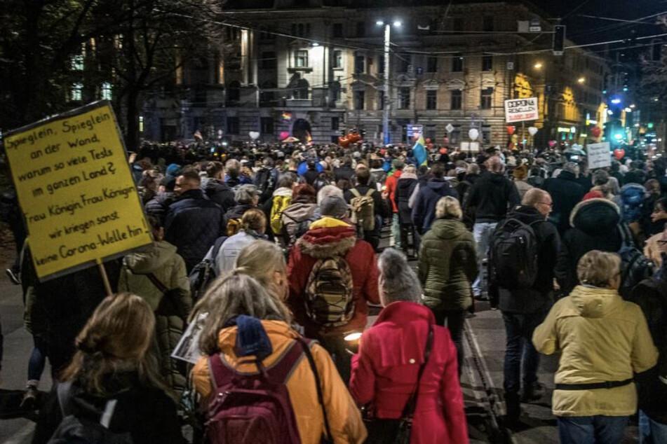 Nach der Groß-Demo am Samstag in Leipzig werden die Regeln für Versammlungen in Sachsen überarbeitet.