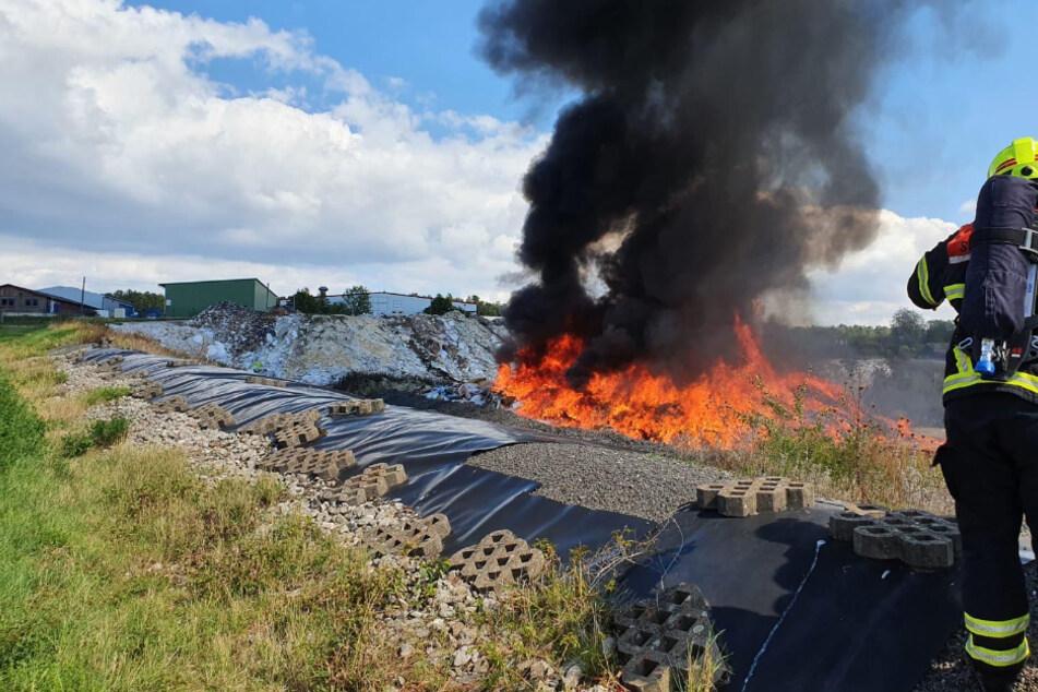 500 Tonnen Sperrmüll standen in Flammen.