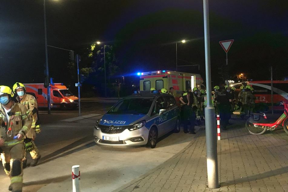 Ein 17 Jahre alter Jugendlicher ist bei einem U-Bahnunfall lebensgefährlich verletzt worden.