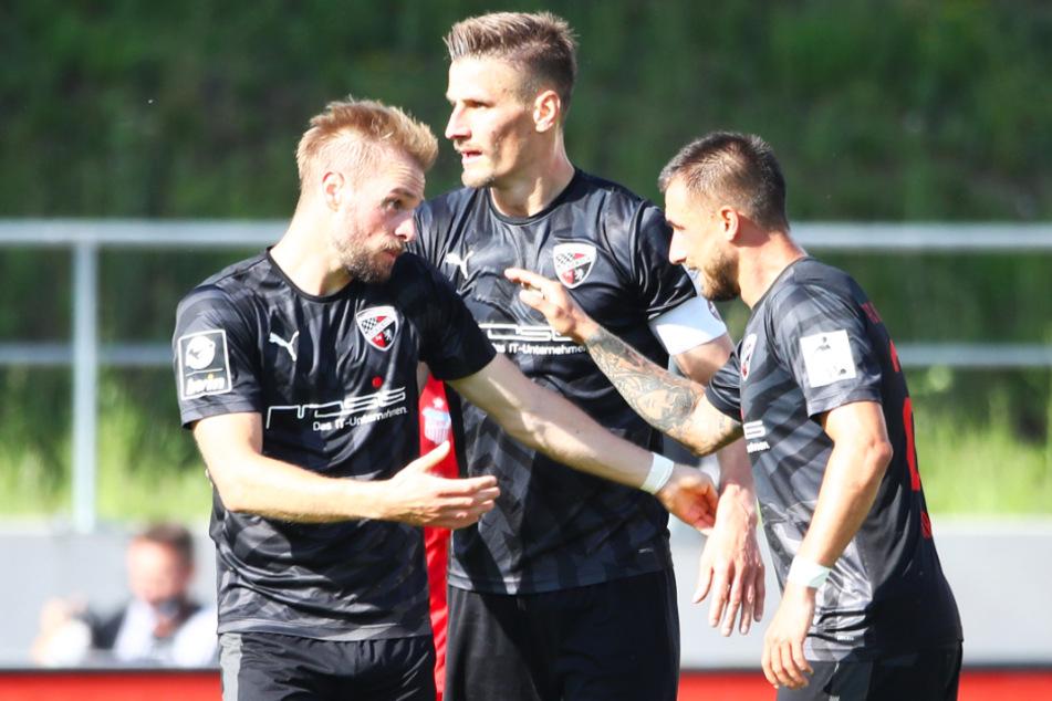 Kapitän Stefan Kutschke (M.), Flügelflitzer Maximilian Beister (l.) und der kampfstarke Mittelfeldmann Robin Krauße wollen mit Ingolstadt auch in der neuen Saison für Furore in der 3. Liga sorgen.